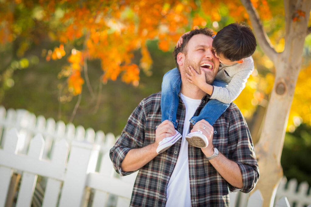 Одинокий папа с сыном