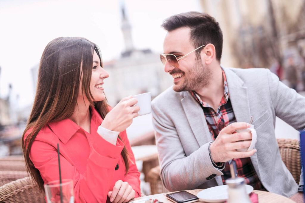 свидание с мужчиной в кафе